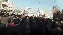 İRAN'DA İŞÇİLER SOKAĞA DÖKÜLDÜ!
