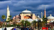 87 yıl aradan sonra Ayasofya Camii'ne ilk mahya asıldı